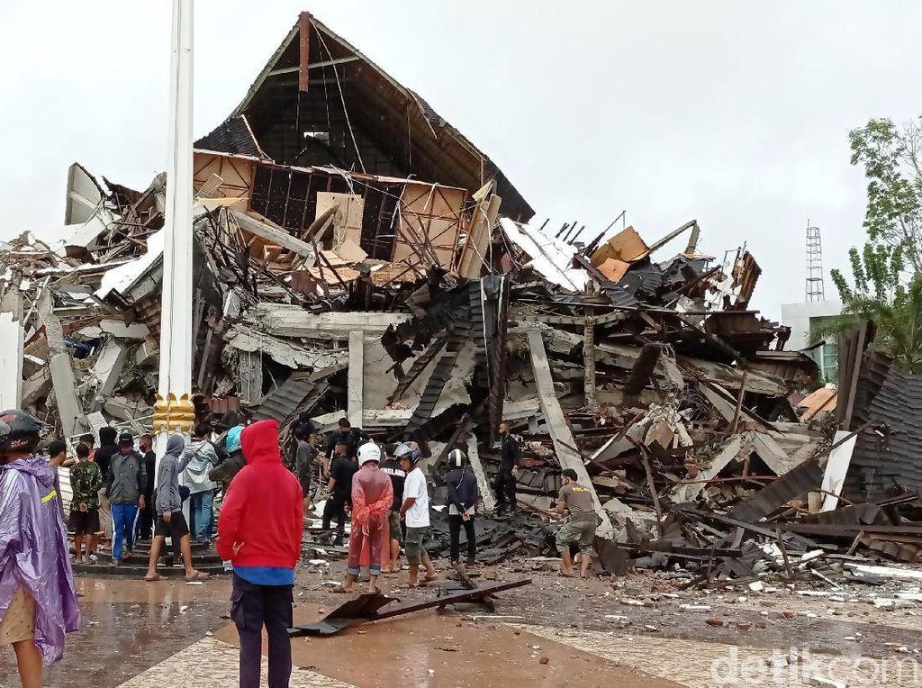Polda Sulsel Kirim 40 Personel Bantu Evakuasi Gempa Sulbar