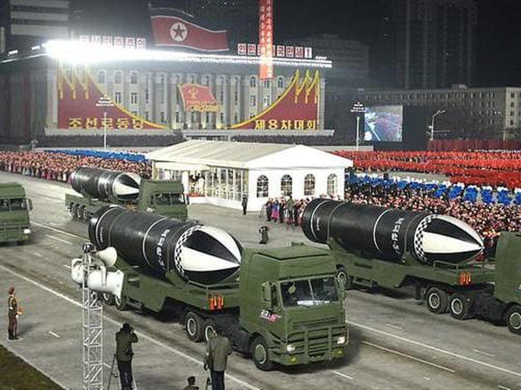 Absennya Rudal Balistik Antarbenua di Parade Militer Korea Utara