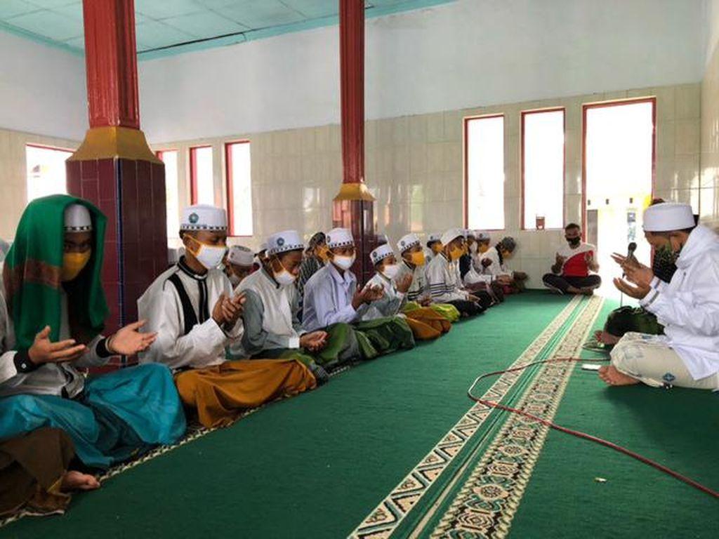 Santri di Kabupaten Porbolinggo Gelar Salat Gaib Doakan Syekh Ali Jaber