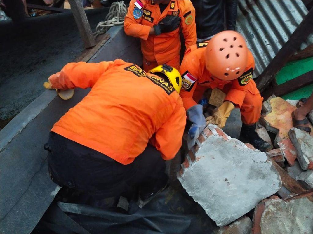 Basarnas Mamuju Terjunkan 4 Regu Evakuasi Korban Gempa