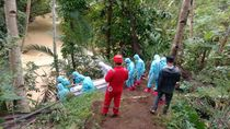 Viral Perjuangan Bawa Jenazah COVID-19 Seberangi Sungai di Kulonprogo