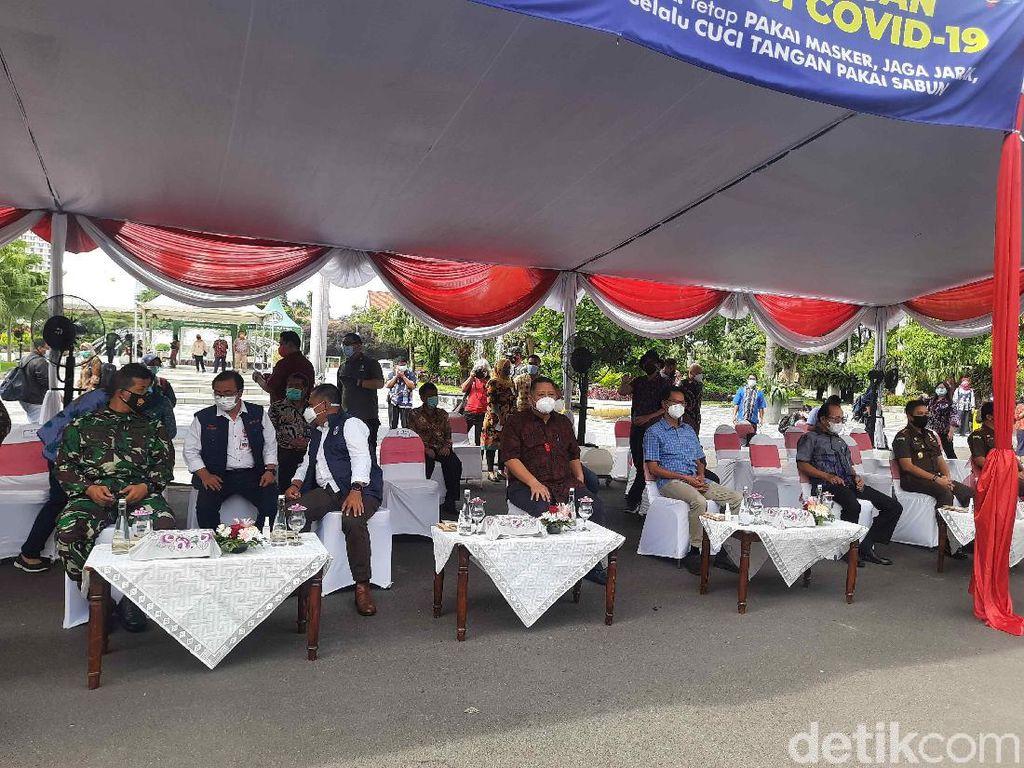 Hari Ini 15 Orang Divaksin COVID-19 di Balai Kota Surabaya