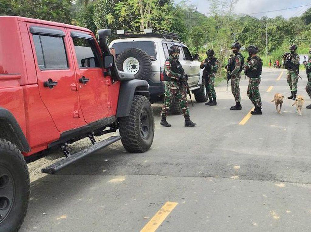 Wamen PUPR Cerita Ketatnya Penjagaan di Trans Papua Saat Sidak Jalan Longsor