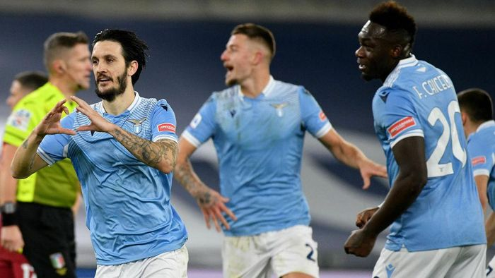 ROME, ITALY - JANUARY 15: Luis Alberto of SS Lazio celebrate a second goal with his team mates during the Serie A match between SS Lazio and AS Roma at Stadio Olimpico on January 15, 2021 in Rome, Italy.  (Photo by Marco Rosi - SS Lazio/Getty Images)