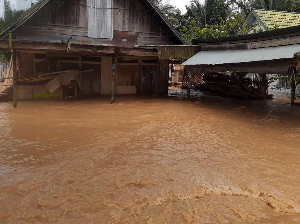 Curah Hujan Picu Banjir Kalsel Capai 300 Mm, BMKG: Ini Dobel Ekstrem