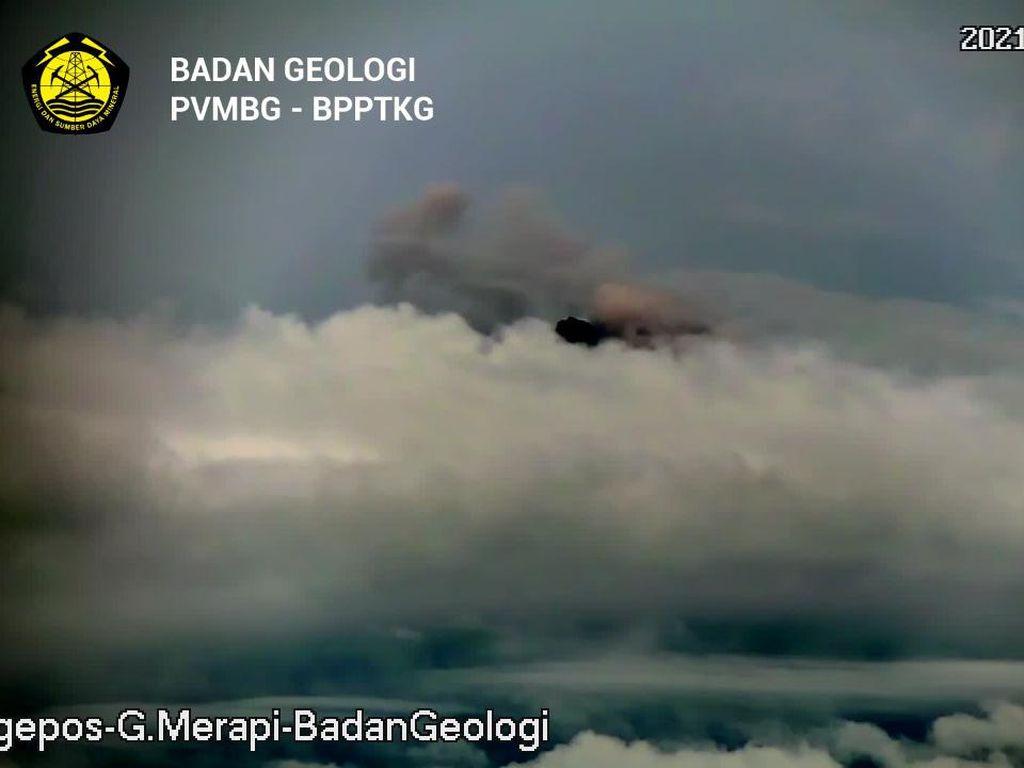 Dalam 6 Jam Merapi 36 Kali Muntahkan Lava Pijar, Luncuran Terjauh 1,5 Km