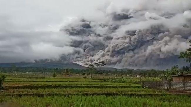 Gunung Semeru Masih Waspada, BNPB Imbau Tak Ada Aktivitas di Radius 1 Km