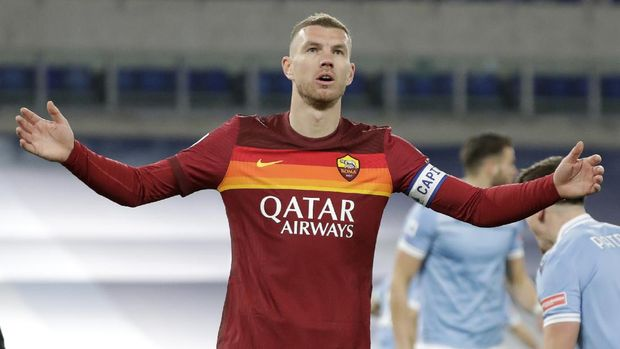Roma's Edin Dzeko after missing a chance during the Serie A soccer match between Lazio and Roma, at Rome's Olympic Stadium, Friday, Jan. 15, 2021. (AP Photo/Andrew Medichini)