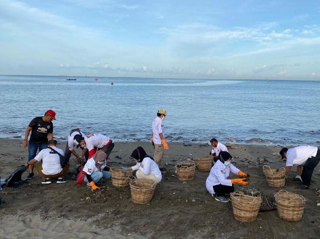 Bersih-bersih Pantai Padang, Gerindra Sumbar Punya Harapan Ini