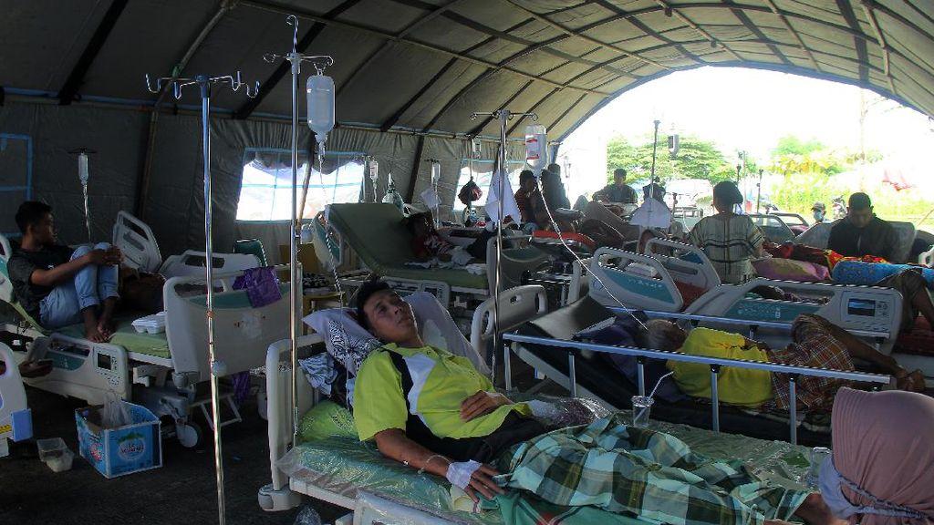 Korban Gempa Mamuju Sulbar Dirawat di Tenda Darurat