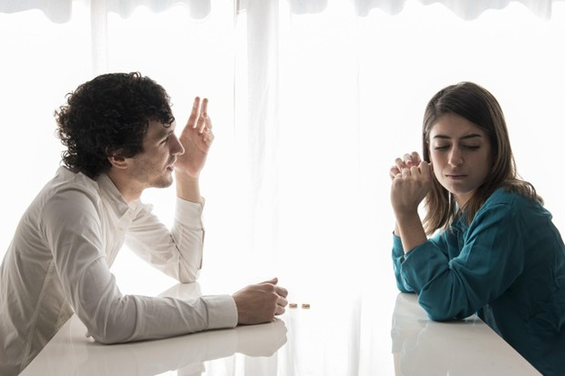Sebisa mungkin kamu harus mendekati pasangan kamu untuk membicarakan masalah, menunjukkan hal-hal yang tidak berhasil dalam hubungan kalian.