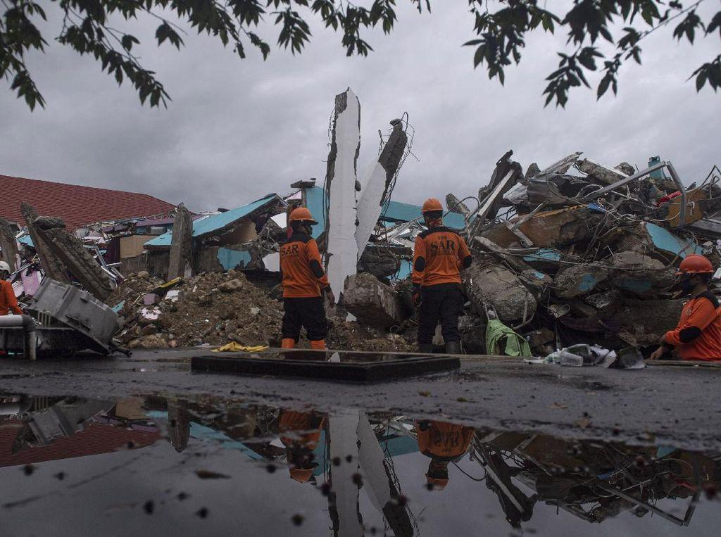 BNPB: Pelabuhan hingga Rumah Sakit Rusak Berat Akibat Gempa di Sulbar