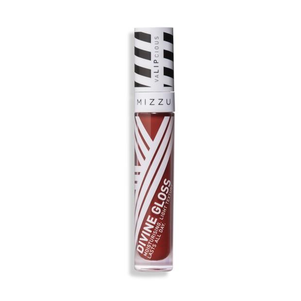 Lip gloss yang memiliki pigmentasi yang tinggi.