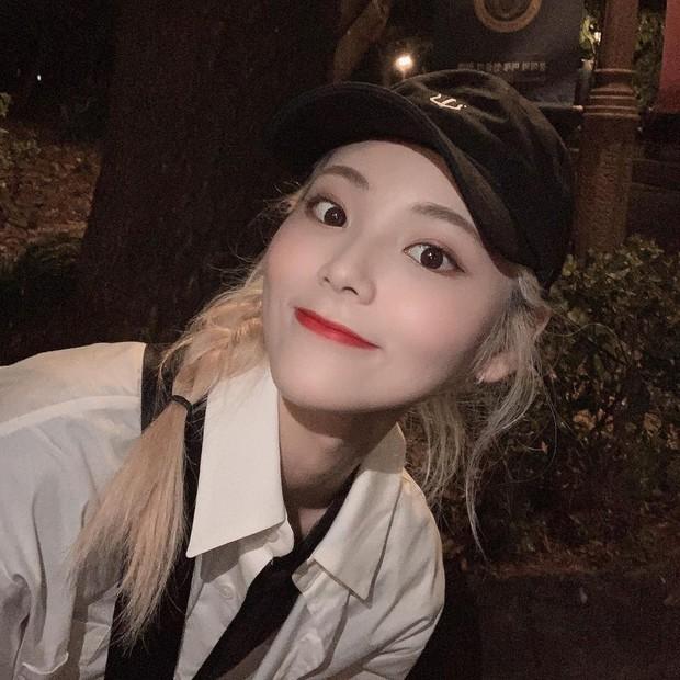 Idol kpop wanita berambut pirang
