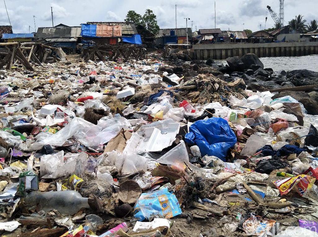 Begini Asal-Usul Sampah Menumpuk di Pantai Labuan Pandeglang