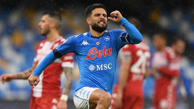 NAPLES, ITALY - JANUARY 17: Lorenzo Insigne of S.S.C. Napoli celebrates after scoring their team's fifth goal during the Serie A match between SSC Napoli and ACF Fiorentina at Stadio Diego Armando Maradona on January 17, 2021 in Naples, Italy. Sporting stadiums around Italy remain under strict restrictions due to the Coronavirus Pandemic as Government social distancing laws prohibit fans inside venues resulting in games being played behind closed doors. (Photo by Francesco Pecoraro/Getty Images)