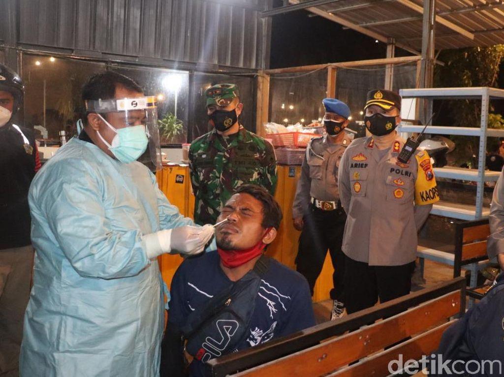 14 Pelanggar Prokes di Gresik Rapid Antigen Usai Terjaring Operasi