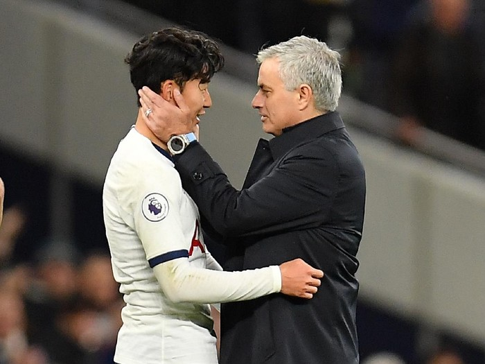 LONDON, ENGLAND - DECEMBER 07: Jose Mourinho, Manager of Tottenham Hotspur embraces Heung-Min Son of Tottenham Hotspur following victory in the Premier League match between Tottenham Hotspur and Burnley FC at Tottenham Hotspur Stadium on December 07, 2019 in London, United Kingdom. (Photo by Justin Setterfield/Getty Images)