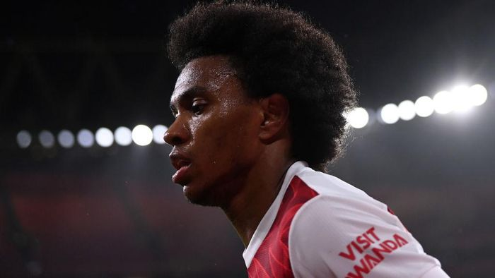 LONDON, ENGLAND - DECEMBER 13: Willian of Arsenal looks on during the Premier League match between Arsenal and Burnley at Emirates Stadium on December 13, 2020 in London, England. A limited number of spectators (2000) are welcomed back to stadiums to watch elite football across England. This was following easing of restrictions on spectators in tiers one and two areas only. (Photo by Laurence Griffiths/Getty Images)