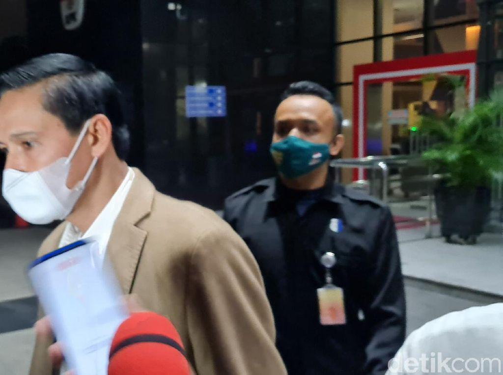 Diperiksa KPK Terkait Kasus Suap Ekspor Benur, Bupati Kaur Bengkulu Bungkam