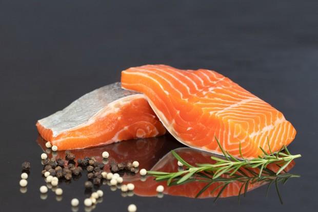 Salmon kaya akan omega 3, merupakan sumber protein, dan sedikit tambahan magnesium.