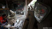 Geliat Kerajinan Patung Tanah Liat di Sukoharjo