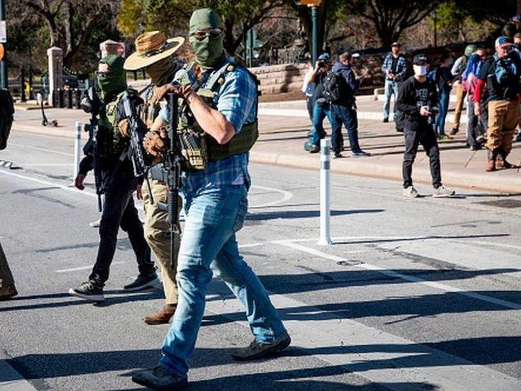 Ramai Demonstran Bersenjata di AS, FBI Periksa Garda Nasional
