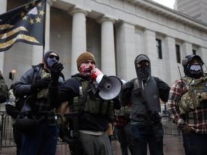 Jelang Pelantikan Biden, Demonstran Bersenjata Berkumpul di Gedung DPRD AS