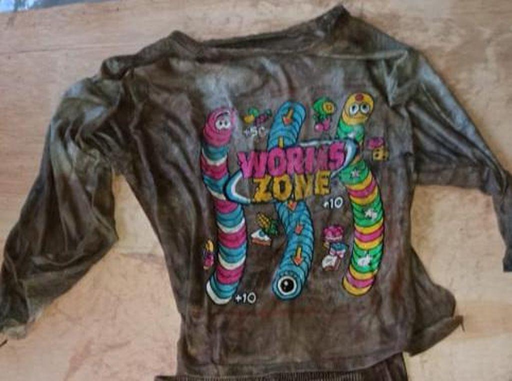 Kaus Worms Zone yang Dipakai Bocah Terbungkus Karung di Subang