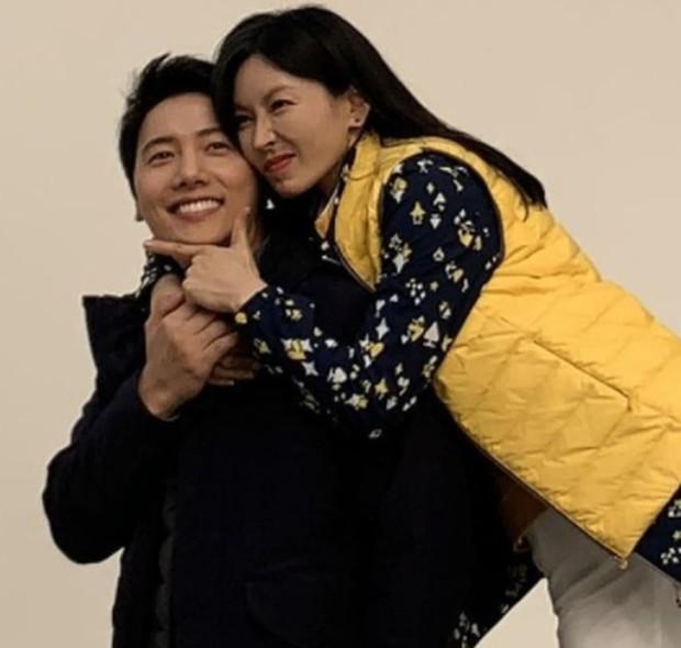 Kim Seo Yeon ketika melakukan pemotretan bersama suaminya, Lee Sang Woo / foto: instagram.com/sysysy1102