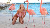 Potret Seksi Model Playboy yang Beli Klub Bola Saat Pergi Liburan
