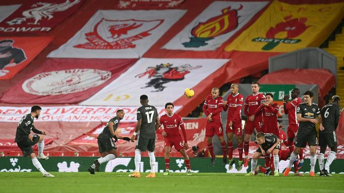 LIVERPOOL, ENGLAND - JANUARY 17: Bruno Fernandes of Manchester United has a shot from a free kick during the Premier League match between Liverpool and Manchester United at Anfield on January 17, 2021 in Liverpool, England. Sporting stadiums around England remain under strict restrictions due to the Coronavirus Pandemic as Government social distancing laws prohibit fans inside venues resulting in games being played behind closed doors. (Photo by Michael Regan/Getty Images)