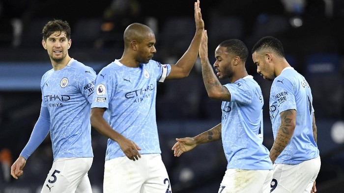 MANCHESTER, ENGLAND - JANUARY 17: Raheem Sterling of Manchester City celebrates with team mates (L - R) John Stones, Fernandinho and Gabriel Jesus after scoring their sides fourth goal during the Premier League match between Manchester City and Crystal Palace at Etihad Stadium on January 17, 2021 in Manchester, England. Sporting stadiums around England remain under strict restrictions due to the Coronavirus Pandemic as Government social distancing laws prohibit fans inside venues resulting in games being played behind closed doors. (Photo by Peter Powell - Pool/Getty Images)