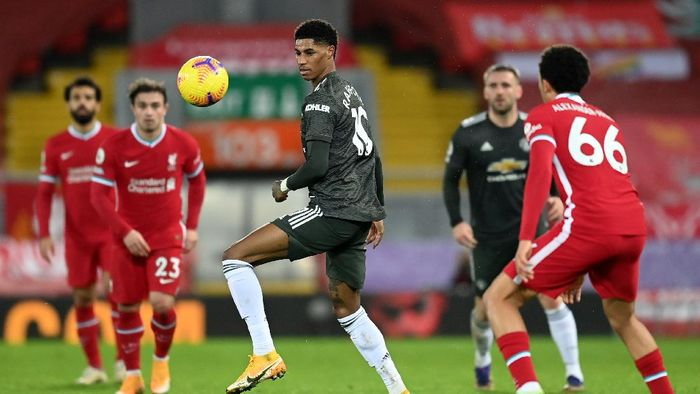 LIVERPOOL, ENGLAND - JANUARY 17: Marcus Rashford of Manchester United on the ball during the Premier League match between Liverpool and Manchester United at Anfield on January 17, 2021 in Liverpool, England. Sporting stadiums around England remain under strict restrictions due to the Coronavirus Pandemic as Government social distancing laws prohibit fans inside venues resulting in games being played behind closed doors. (Photo by Michael Regan/Getty Images)