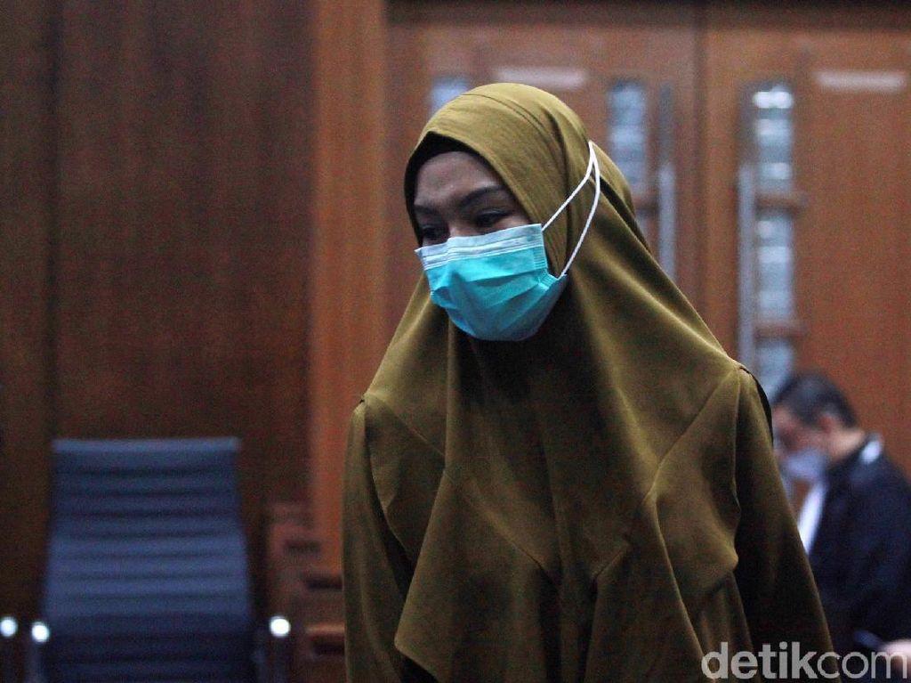 Jaksa Pinangki Nangis Minta Hakim Ringankan Vonis di Kasus Fatwa MA