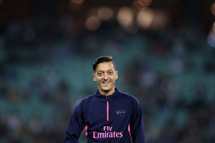 BAKU, AZERBAIJAN - OCTOBER 04:  Mesut Ozil of Arsenal looks on prior to the UEFA Europa League Group E match between Qarabag FK and Arsenal at  on October 4, 2018 in Baku, Azerbaijan.  (Photo by Francois Nel/Getty Images)