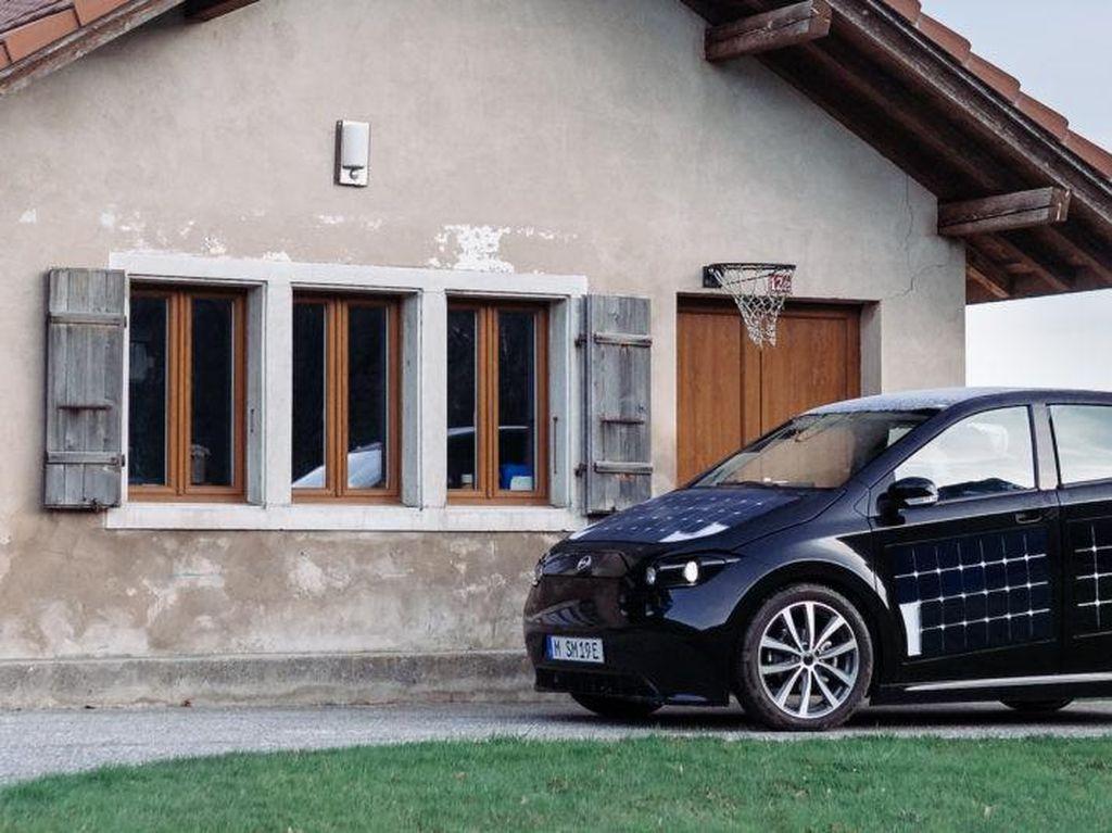 Mobil Listrik Berlapis Panel Tenaga Matahari, Mau Isi Daya Tinggal Dijemur