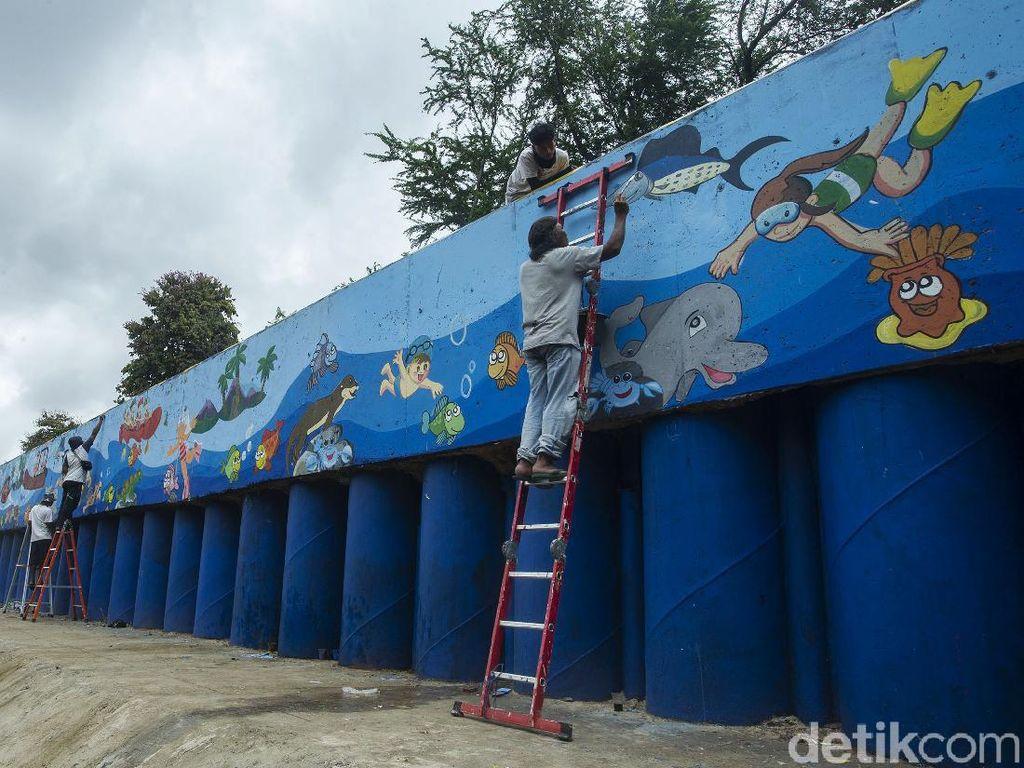Mural Kehidupan Sungai Percantik Kali Ciliwung