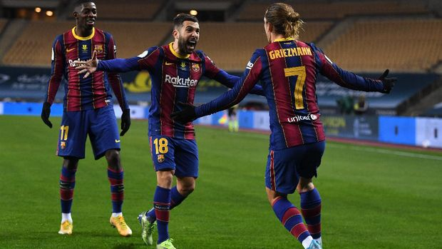 SEVILLE, SPAIN - JANUARY 17: Antoine Griezmann of Barcelona celebrates with team mates (L - R) Ousmane Dembele and Jordi Alba after scoring their side's second goal during the Supercopa de Espana Final match between FC Barcelona and Athletic Club at Estadio de La Cartuja on January 17, 2021 in Seville, Spain. Sporting stadiums around Spain remain under strict restrictions due to the Coronavirus Pandemic as Government social distancing laws prohibit fans inside venues resulting in games being played behind closed doors. (Photo by David Ramos/Getty Images)