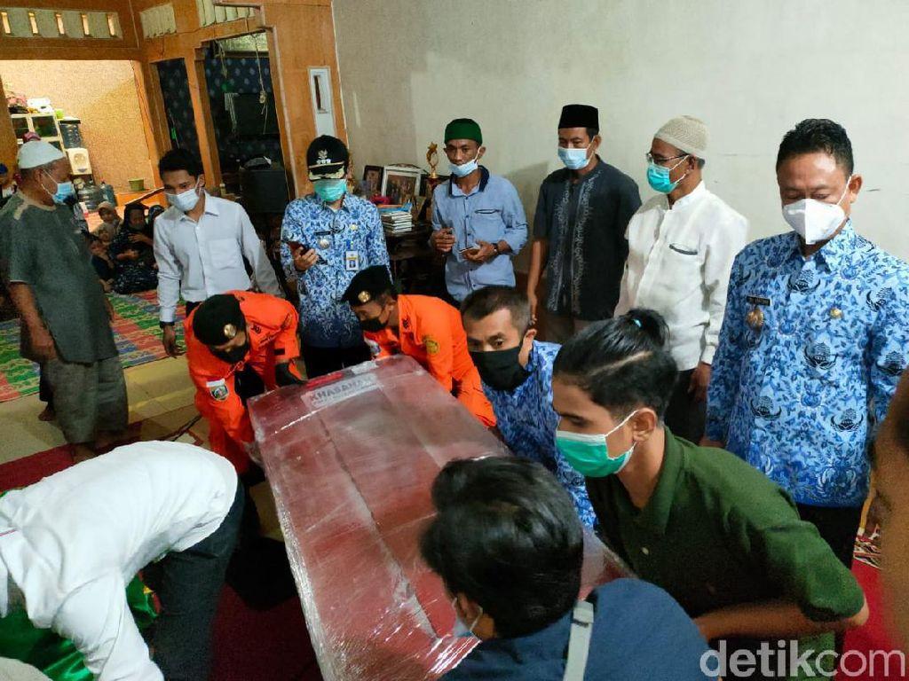 2 Jenazah Penumpang Sriwijaya Air Asal Pontianak Diserahkan ke Keluarga