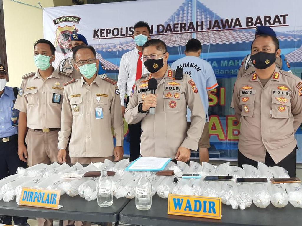 Polisi Ringkus Penyelundup Puluhan Ribu Benur Asal Sukabumi