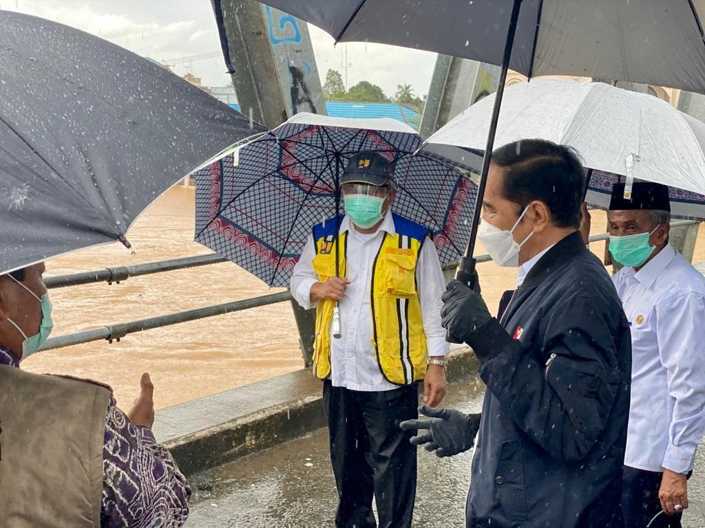 Jokowi Ungkap Penyebab Banjir yang Landa 10 Kabupaten/Kota di Kalsel