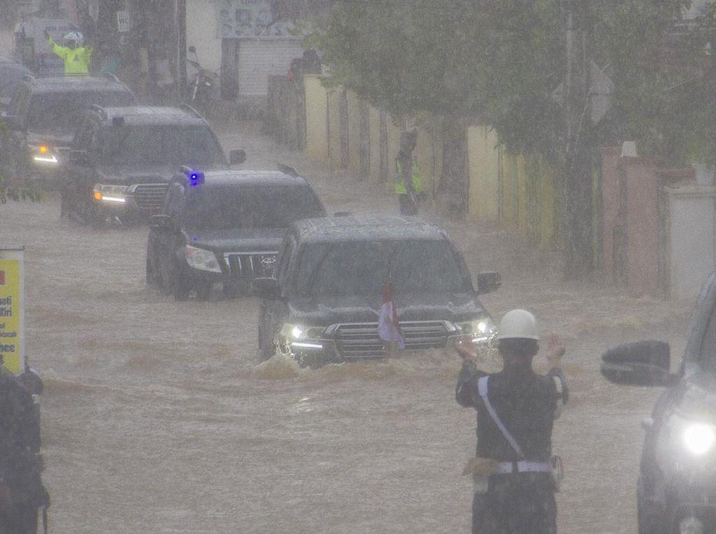 5 Fakta Mobil Jokowi Terobos Banjir Kalimantan Selatan