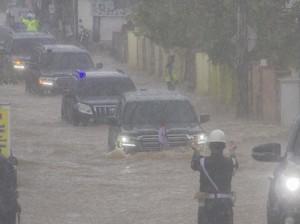 Land Cruiser Jokowi Terobos Banjir Kalsel, Ini Spek dan Harganya