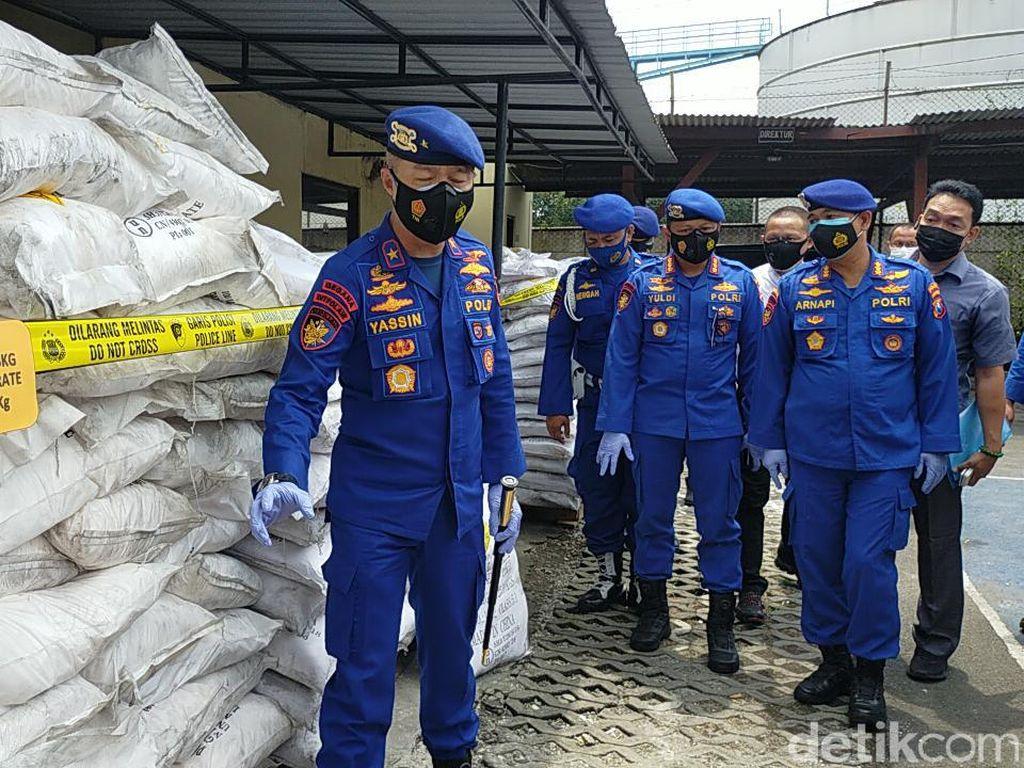 Puluhan Ton Bahan Bom Ikan Diamankan Polisi dari Gudang di Surabaya