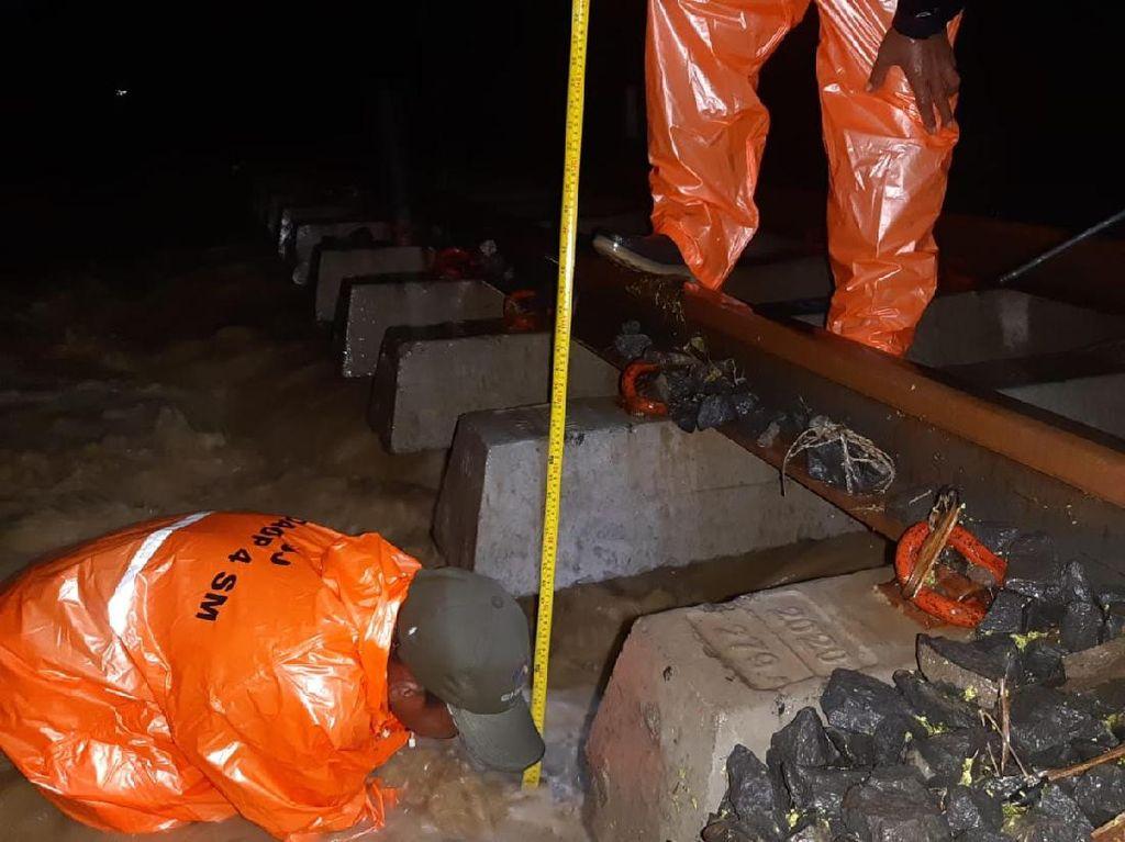Bantalan Rel KA di Grobogan Tergerus Banjir, Jalur Sempat Ditutup