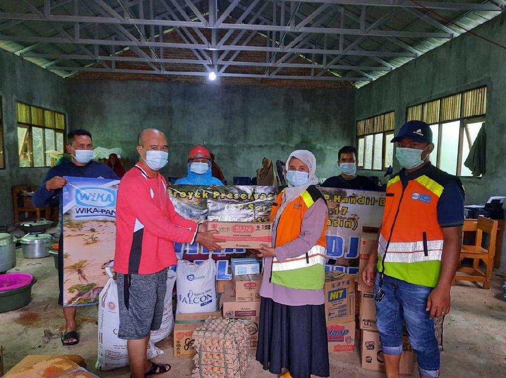 WIKA Salurkan Sembako hingga Obat ke Korban Bencana di Sulbar & Kalsel