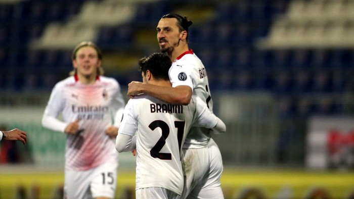 CAGLIARI, ITALY - JANUARY 18:  Zlatan Ibrahimovic of Milan celebrates his goal to make it 0-2 during the Serie A match between Cagliari Calcio and AC Milan at Sardegna Arena on January 18, 2021 in Cagliari, Italy. (Photo by Enrico Locci/Getty Images)