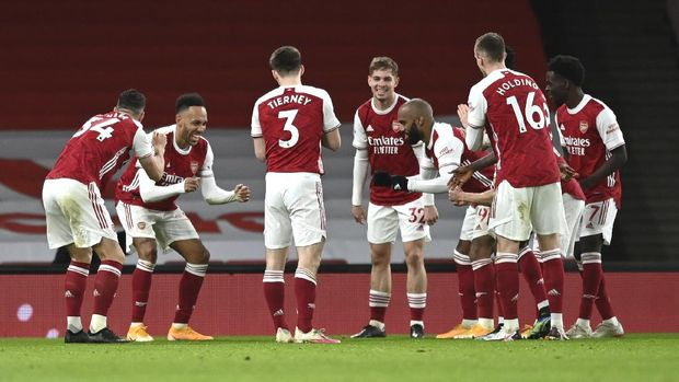 Arsenal players celebrate after Arsenal's Pierre-Emerick Aubameyang, second left, scored his side's opening goal during the English Premier League soccer match between Arsenal and Newcastle United at Emirates Stadium in London, England, Monday, Jan.18, 2021. (Shaun Botterill/Pool via AP)