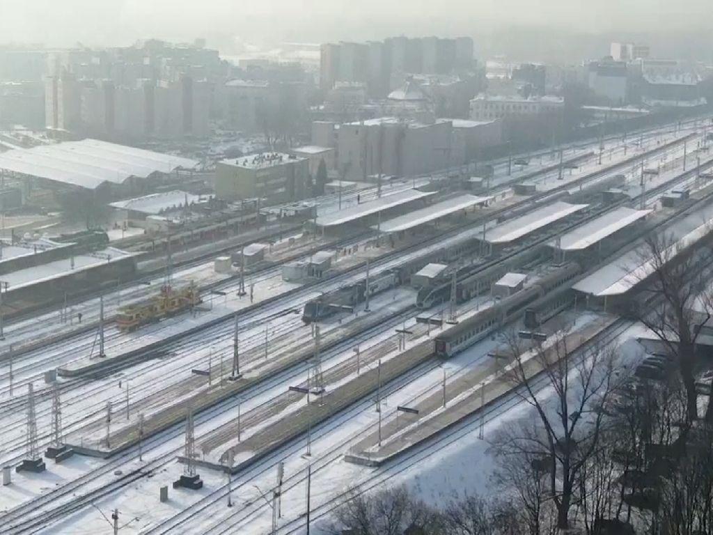 Brrr... Badai Musim Dingin Melanda New York, Jalan Tertutup Salju